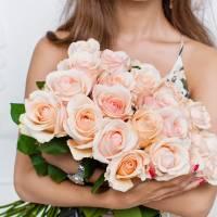 Букет 19 кремовых роз с лентой R572