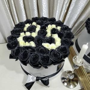 Коробка черные розы с цифрами R838