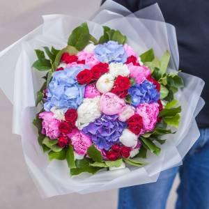 Сборный букет с гортензией и розами R1718