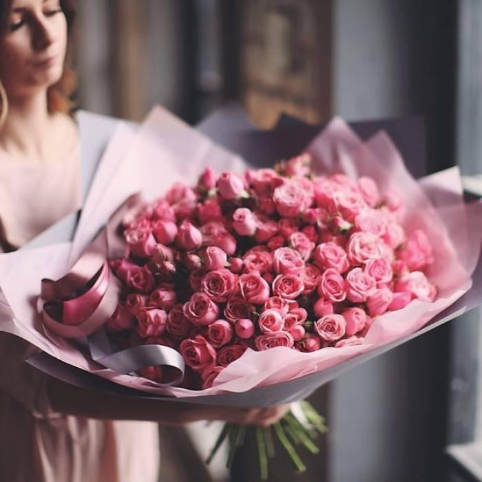 Букет 101 кустовая роза с упаковкой R875