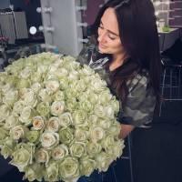 Букет 101 белая роза 60 см с лентами R154